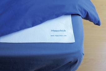 Picture of Dobbeltsidig flanell Hippychick Bed Protector